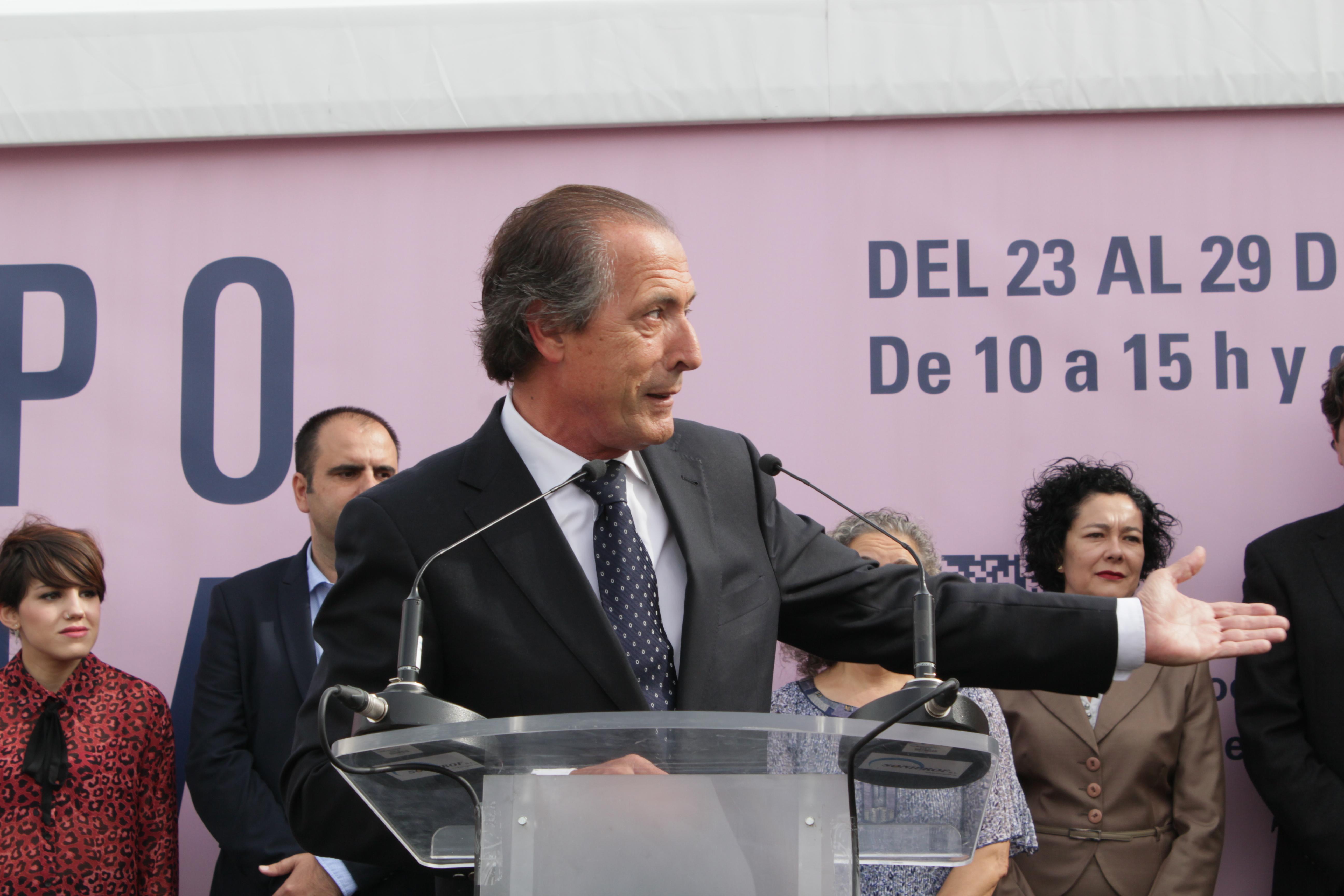 Miguel Zaragoza realziando un discurso